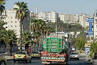 JORDAN, Amman, water tanker on the road / JORDANIEN  Amman, Wassertransport