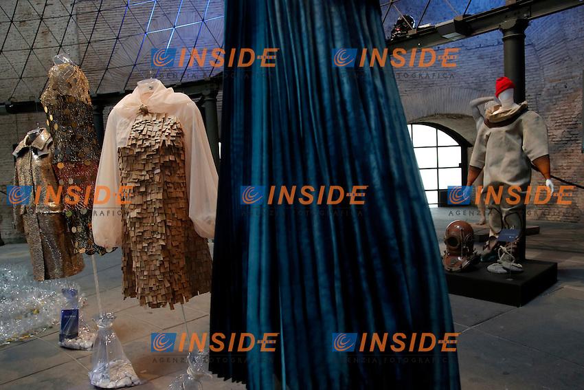 Max Mara, Enrico Coveri, Tiziano Guardini e Santo Costanzo<br /> Roma 03-04-2016 Terme di Diocleziano. Mostra 'In Acqua: H2O molecole di creativita'. Decine di stilisti hanno creato, per l'occasione, abiti, accessori e gioielli che richiamano l'acqua.<br /> Diocleziano Thermae. Exhibition 'In water: H2O molecules of creativity'.Tens of famous stylists created dresses, accessories and jewels that recall water.<br /> Photo Samantha Zucchi Insidefoto