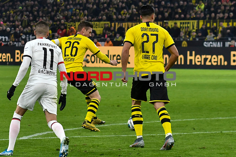 14.02.2020, Signal Iduna Park, Dortmund, GER, 1. BL, Borussia Dortmund vs Eintracht Frankfurt, DFL regulations prohibit any use of photographs as image sequences and/or quasi-video<br /> <br /> im Bild / picture shows / Lukasz Piszczek (#26, Borussia Dortmund) erzielt das Tor zum 1:0<br /> <br /> Foto © nordphoto/Mauelshagen