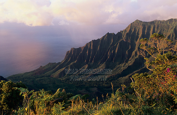 Kalalau Valley at Sunset, Kalalua Lookout, Kauai, Hawaii, USA