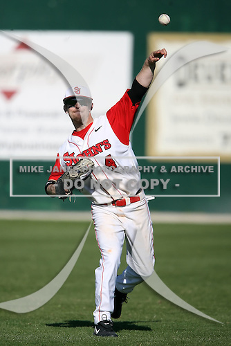 February 21, 2009:  Outfielder Jimmy Parque (4) of St. John's University during the Big East-Big Ten Challenge at Jack Russell Stadium in Clearwater, FL.  Photo by:  Mike Janes/Four Seam Images