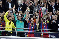28.05.2011, Wembley Stadium, London, ENG, UEFA CHAMPIONSLEAGUE FINALE 2011, FC Barcelona (ESP) vs Manchester United (ENG), im Bild Barcelona lifts the cup - UEFA  Champions League Final between Barcelona and Manchester United at the Wembley Stadium  in London    on 28/05/2011, EXPA Pictures © 2011, PhotoCredit: EXPA/ IPS/ M. Pozzetti *** ATTENTION *** UK AND FRANCE OUT!