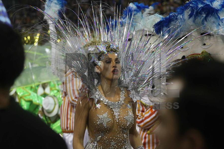 SÃO PAULO, SP, 09.03.2019 - CARNAVAL-SP - Livia Andrade Madrinha da escola de samba Império de Casa Verde comemoram no desfile das campeãs do grupo especial de São Paulo na noite deste sábado, 09. (Foto: Nelson Gariba/Brazil Photo Press)