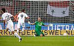 Nederland, Enschede, 20 september 2012.Europa League.Seizoen 2011-2012.FC Twente-Hannover 96 (2-2).Onmacht bij keeper Nikolay Mihaylov van FC Twente nadat Hannover 96 de gelijk maakt, 2-2