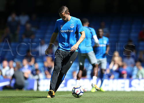 27th August 2017, Stamford Bridge, London, England; EPL Premier League football, Chelsea versus Everton; Gylfi Sigurosson of Everton during pre match warm up
