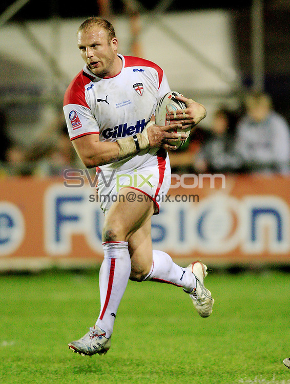 Pix: Chris Mangnall/SWpix.com, Rugby League, Gillett Fusion International 17/10/09 Wales v England....picture copyright>>Simon Wilkinson>>07811267 706>>....England's Garreth Carvell