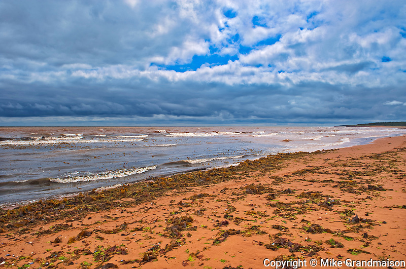Low tide and red sandstone beach along the Northumberland Strait<br />