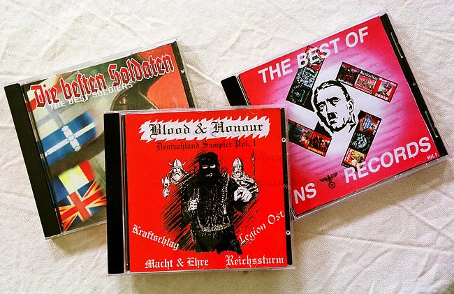 Neonazi Musik-CD's.<br /> Die oftmals in Osteuropa produzierten CD's werden in der Skinhead- und Neonazi-Szene zu horrenden Preisen Preisen verkauft und bescheren den Plattenfirmen phaenomenale Umsaetze. Die CD's enthalten z.T. indizierte und verbotene Musikstuecke.<br /> Hier: &quot;Die besten Soldaten - Volume 2&quot; von Movement Records; &quot;Blood and Honour-Deutschland Sampler No. 1&quot; vom Nibelungen Versand aus Lingen; &quot;The Best von NS-Records&quot;.<br /> 19.9.2000<br /> Copyright: Christian-Ditsch.de<br /> [Inhaltsveraendernde Manipulation des Fotos nur nach ausdruecklicher Genehmigung des Fotografen. Vereinbarungen ueber Abtretung von Persoenlichkeitsrechten/Model Release der abgebildeten Person/Personen liegen nicht vor. NO MODEL RELEASE! Nur fuer Redaktionelle Zwecke. Don't publish without copyright Christian-Ditsch.de, Veroeffentlichung nur mit Fotografennennung, sowie gegen Honorar, MwSt. und Beleg. Konto: I N G - D i B a, IBAN DE58500105175400192269, BIC INGDDEFFXXX, Kontakt: post@christian-ditsch.de<br /> Bei der Bearbeitung der Dateiinformationen darf die Urheberkennzeichnung in den EXIF- und  IPTC-Daten nicht entfernt werden, diese sind in digitalen Medien nach &sect;95c UrhG rechtlich gesch&uuml;tzt. Der Urhebervermerk wird gemaess &sect;13 UrhG verlangt.]
