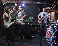 CIUDAD DE MEXICO, D.F. 29 Julio.-  Ensayo de la rapera Arianna Puello en el bar Caradura de la Ciudad de México, el 29 de Julio de 2015.  FOTO: ALEJANDRO MELENDEZ