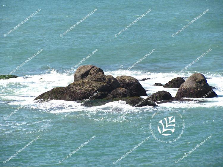Rocks and surfs in Arabian sea