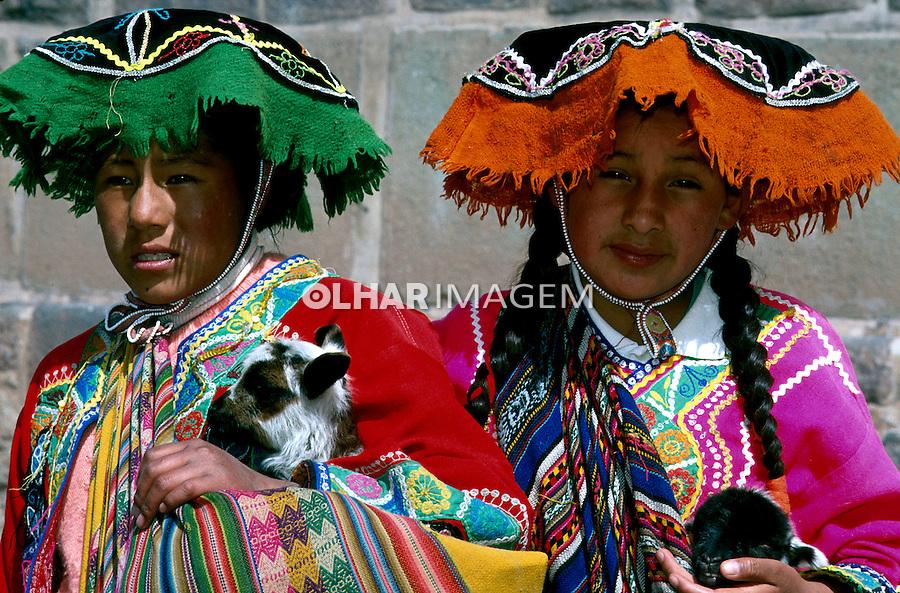 Índias Cholas com roupas típicas em Cusco, Perú. Foto de Renata Mello<br /> Data: 2000