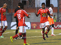 ENVIGADO -COLOMBIA-06-04-2014. Raul Loaiza (Der) de Patriotas FC celebra un gol anotado a Envigado FC durante partido por la fecha 15 de la Liga Postobón I 2014 realizado en el Polideportivo Sur de la ciudad de Envigado./ Raul Loaiza (R) player of Patriotas FC celebrates a goal scored to Envigado FC during match for the 15th date of the Postobon League I 2014 at Polideportivo Sur in Envigado city.  Photo: VizzorImage/Luis Ríos/STR
