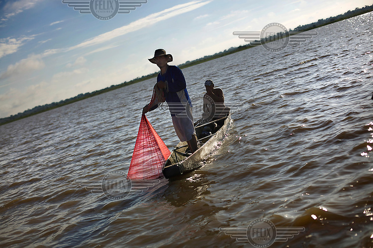 Fishermen on the Cienaga Llanito marsh in the Middle Magdalena, on the Magdalena River. /Felix Features