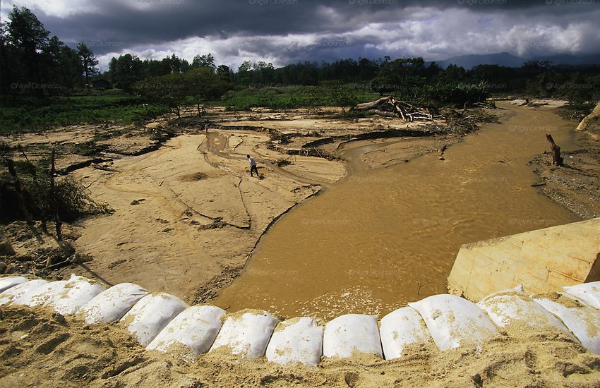 Sandbags protection against erosion hurricane mitch for Soil erosion causes