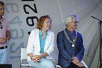 ZEILEN: WARTEN: 27-08-2016, Huldiging Marit Bouwmeester, Burgemeester van Leeuwarden Ferd Crone en CDA gedeputeerde voor de Provincie Fryslân Sietske Poepjes, ©foto Martin de Jong