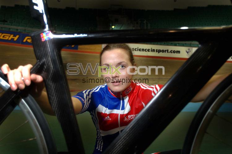 Pix: Simon Wilkinson/SWpix.com. 29/10/05. Track Cycling..>>Copyright Picture>>Simon Wilkinson>>00 44 7811 267 706>>..Victoria Pendleton at Manchester Velodrome
