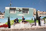 Palestina immagini storiche La mostra fotografica, contiene un selezionato corpus iconografico dei paesaggi, dei luoghi, delle citt&agrave; palestinesi  ricercato negli archivi fotografici della Collezione Matson, <br /> dal 1898 al 1946, a confronto con le immagini delle attuali  trasformazioni sociali, paesaggistiche e urbanistiche del   territorio, dell&rsquo;occupazione e della guerra, dell&rsquo;instabilit&agrave; territoriale, dell&rsquo;esclusione e della separazione.<br /> Le fotografie della Collezione Matson, a cui collaborarono come assistenti, i palestinesi Hanna Safieh (1910 -1979) e Joseph H. Giries, raccontano la cultura mediterranea            palestinese, l&rsquo;agricoltura, la pastorizia, il lavoro e la socialit&agrave;.<br /> Le immagini attuali raccontano, della problematicit&agrave; di questa appartenenza culturale vissuta in luoghi rinchiusi, frammentati, disconnessi, e della ricerca di quel legame comunitario, necessario per costruire un orizzonte identitario condiviso.