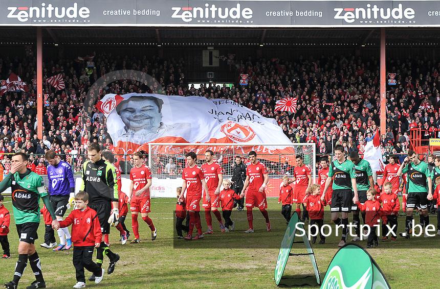 KV Kortrijk - Cercle Brugge : opkomst van spelers voor de wedstrijd.foto VDB / BART VANDENBROUCKE