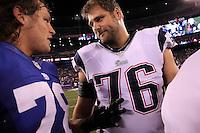 Die beiden Deutschen in der NFL: DT Markus Kuhn (Giants) mit OT Sebastian Vollmer (Patriots)