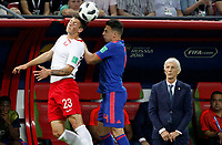 KAZAN - RUSIA, 24-06-2018: Dawid KOWNACKI (Izq) jugador de Polonia disputa el balón con Santiago ARIAS (Der) jugador de Colombia durante partido de la primera fase, Grupo H, por la Copa Mundial de la FIFA Rusia 2018 jugado en el estadio Kazan Arena en Kazán, Rusia. /  Dawid KOWNACKI (L) player of Polonia fights the ball with Santiago ARIAS (R) player of Colombia during match of the first phase, Group H, for the FIFA World Cup Russia 2018 played at Kazan Arena stadium in Kazan, Russia. Photo: VizzorImage / Julian Medina / Cont