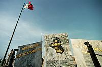 Nassiriya / Iraq 2006.Contingente italiano in Iraq. Missione Antica Babilonia..Monumento ai caduti all'interno della base 'Camp Mittica'.Foto Livio Senigalliesi..Nassiriya / Iraq 2006.Italian contingent in Iraq. Mission 'Antica Babilonia'..Base Camp Mittica. Memorial of italian soldiers killed in Iraq..Photo Livio Senigalliesi.