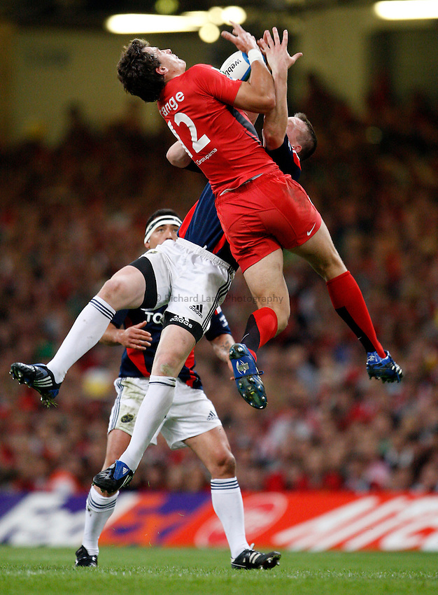 Photo: Richard Lane/Richard Lane Photography. .Munster v Toulouse. Heineken Cup Final. 24/05/2008. .Toulouse's Yannick Jauzion gets above Munster's Denis Hurley for a high ball.