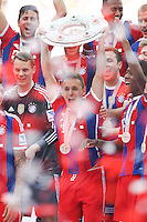 10.05.2014, Allianz Arena, Muenchen, GER, 1. FBL, FC Bayern Muenchen vs VfB Stuttgart, 34. Runde, im Bild Rafinha #13 (FC Bayern Muenchen) haelt die Meisterschale in der Hand // during the German Bundesliga 34th round match between FC Bayern Munich and VfB Stuttgart at the Allianz Arena in Muenchen, Germany on 2014/05/10. EXPA Pictures © 2014, PhotoCredit: EXPA/ Eibner-Pressefoto/ Kolbert<br /> <br /> *****ATTENTION - OUT of GER***** <br /> Football Calcio 2013/2014<br /> Bundesliga 2013/2014 Bayern Campione Festeggiamenti <br /> Foto Expa / Insidefoto