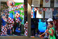KROATIEN, 09.2012, Zagreb. Laden mit nationalen Andenken und Fanartikeln. | Shop window advertising Croatian national items. © Oliver Bunic/EST&OST
