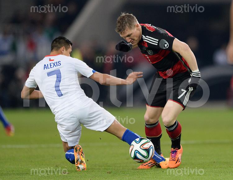FUSSBALL INTERNATIONALES TESTSPIEL in Stuttgart Deutschland - Chile         05.03.2014 Bastian Schweinsteiger (Deutschland,re) gegen Alexis Sanchez (Chile,li)
