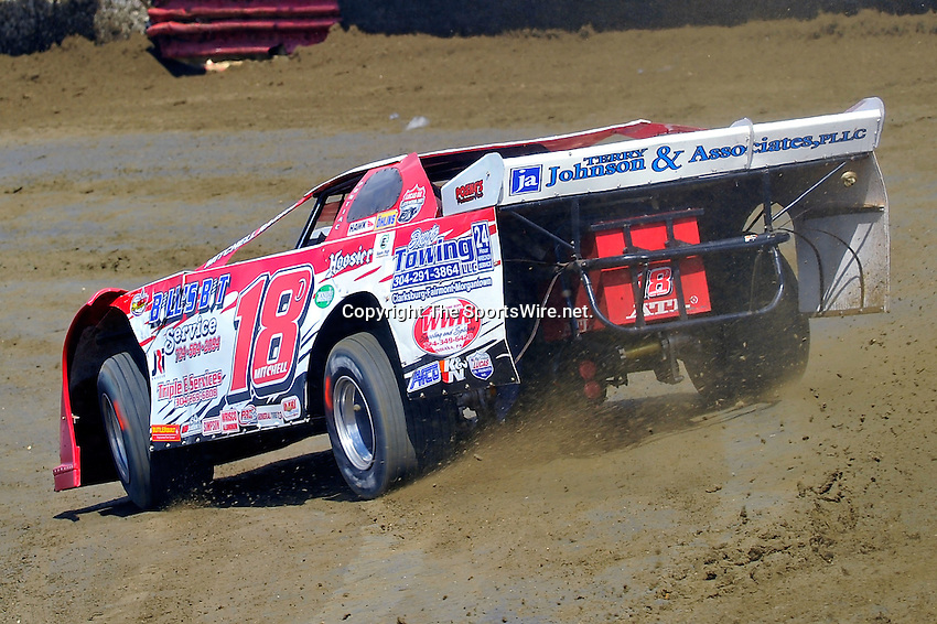Feb 06, 2010; 12:50:23 PM; Gibsonton, FL., USA; The Lucas Oil Dirt Late Model Racing Series running The 34th Annual Dart WinterNationals at East Bay Raceway Park.  Mandatory Credit: (thesportswire.net)