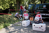 Team Trek-Segafredo has had trouble with the (non working) AC-system on their teambus throughout this Vuelta. Today they were without their bus at the start, which meant the riders (& team) needed to go 'old-school': preparing outside in the open ahead of the stage start.<br /> <br /> Stage 11: Saint-Palais to Urdax-Dantxarinea (180km in The Basque Country > FRA & ESP) <br /> La Vuelta 2019<br /> <br /> ©kramon