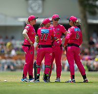 24th November 2019; Lilac Hill Park, Perth, Western Australia, Australia; Womens Big Bash League Cricket, Perth Scorchers versus Sydney Sixers; Alyssa Healy of the Sydney Sixers discusses who bowls the last over with team mates - Editorial Use