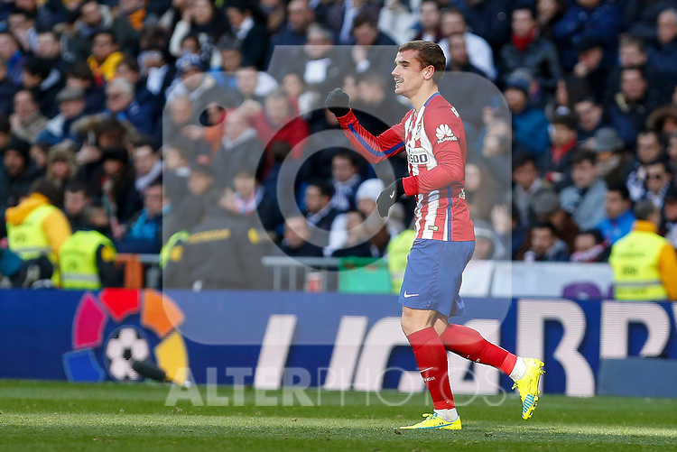 Atletico de Madrid´s Antoine Griezmann celebrate a goal during 2015/16 La Liga match between Real Madrid and Atletico de Madrid at Santiago Bernabeu stadium in Madrid, Spain. February 27, 2016. (ALTERPHOTOS/Victor Blanco)