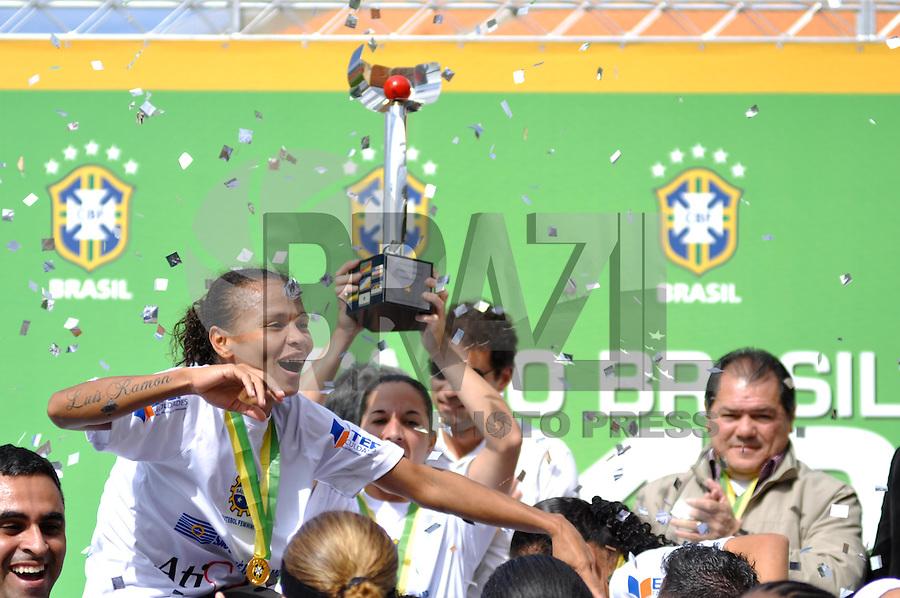 SÃO PAULO, SP, 10 DE JUNHO DE 2012 - FINAL DA COPA DO BRASIL DE FUTEBOL FEMININO: Jogadoras da equipe do São José E. C. comemoram o título da Copa do Brasil de Futebol Feminino após partida São José E.C. x Centro Olimpico realizada na manhã deste domingo (10) no Estádio do Pacaembú. FOTO: LEVI BIANCO - BRAZIL PHOTO PRESS
