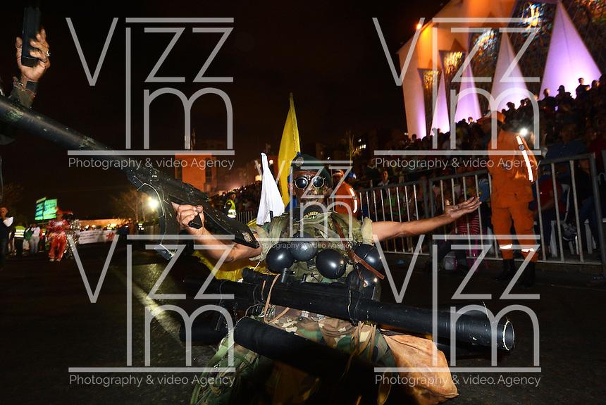 BARRANQUILLA-COLOMBIA- 06-02-2015: Con  La Guacherna, el desfile nocturno que se realiza en honor a la cantautora  Esthercita Forero, por la carrera 44 desde la calle 72 hasta Barrio Abajo de Barranquilla, los barranquilleros se enrutan a la última etapa del Carnaval de Barranquilla 2015 que concluirá en el próximo 17 de febrero./ The Guacherna, night parade held in honor of the singer Esthercita Forero, for the 44 street from 72nd Street to Barrio Abajo de Barranquilla, the Barranquilla are routed to the last stage of the Carnival of Barranquilla 2015 expiring in the next 17 February. Photo: VizzorImage / Alfonso Cervantes / STR