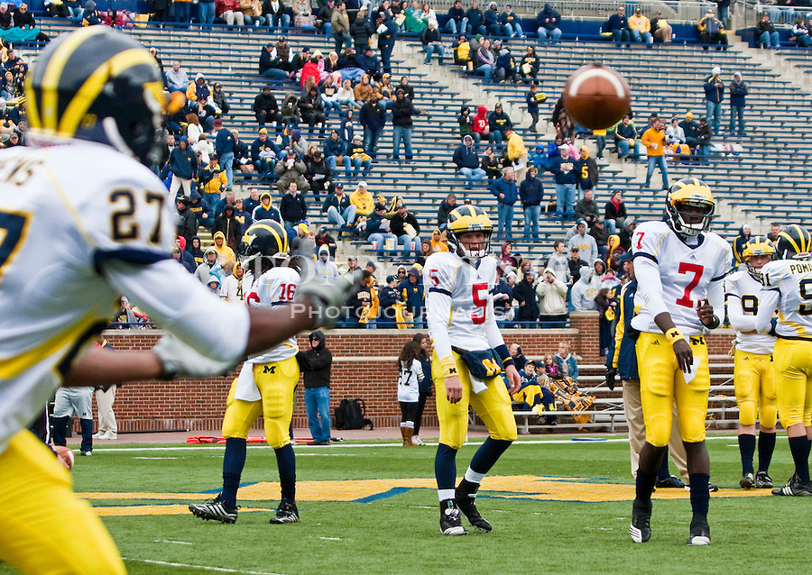 Michigan wide receiver Jordan Owens (27) moves to catch a pass from quarterback Devin Gardner (7) as quarterback Tate Forcier (5) watches, before the Wolverines' spring football game, Saturday, April 17, 2010, in Ann Arbor, Mich. (AP Photo/Tony Ding)