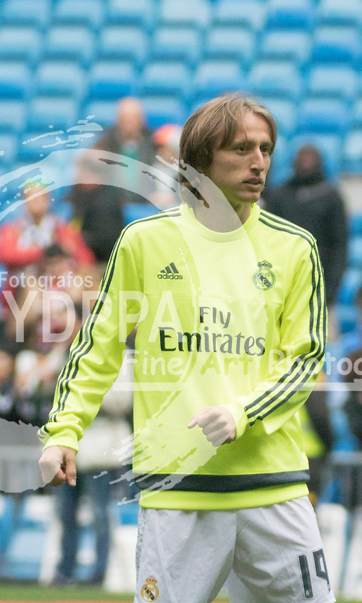 Real Madrid's Croatian midfielder Luka Modric warms