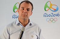 RIO DE JANEIRO, RJ, 13 AGOSTO 2012 - COLETIVA DE APRESENTACAO DA BANDEIRA OLIMPICA - O Governador do Rio de Janeiro, Sergio Cabral, na coletiva de imprensa para apresentacao da bandeira olimpica que chegou ao rio de Janeiro nesta tarde de segunda, 13 de agosto, no aeroporto internacional, Galeao, na ilha do governador, zona norte do Rio de Janeiro.FOTOMARCELO FONSECA BRAZIL PHOTO PRESS.