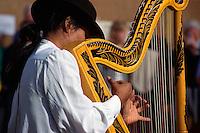 Sonntagsmarkt in Teguise, Harfenspieler, Lanzarote, kanarische Inseln, Spanien