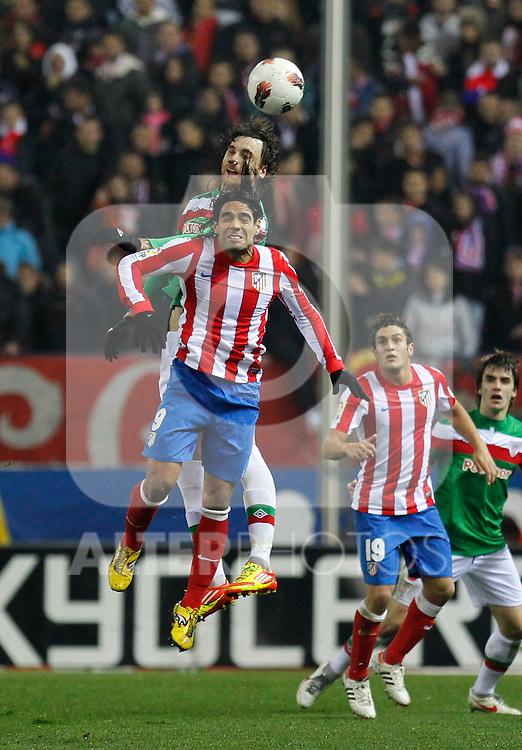 Madrid 21/03/2012.- Estadio Vicente Calderon..Liga BBVA..Atco.Madrid - Athletic Club.Amorebieta, Falcao...©Alex Cid-Fuentes/ALFAQUI FOTOGRAFIA.........