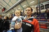 SCHAATSEN: Jeremy Wotherspoon en dochtertje Ella, ©foto Martin de Jong