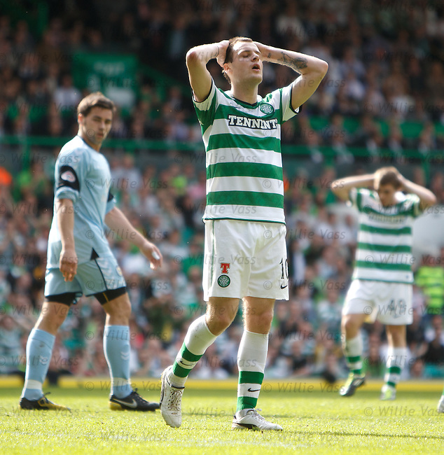 Anthony Stokes misses a great chance to score