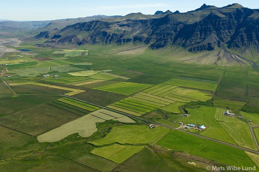 Grund, Ystu-Garðar og Mið-Garðar, séð til norðurs, Borgarbyggð áður Kolbeinsstaðahreppur / Grund, Ystu-Gardar og Mid-Gardar viewing north, Borgarbyggd former Kolbeinsstadahreppur.