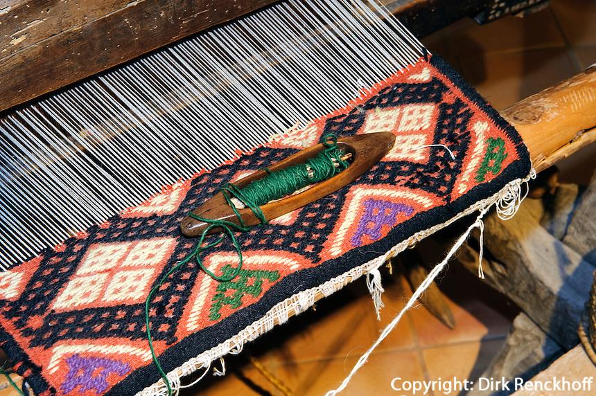 """Teppichwebstuhl, Ethnografisches Museum (Museo Etnografico """"Oliva Carta Cannas)  in Aggius, Gallura, Provinz Olbia-Tempio, Nord Sardinien, Italien"""