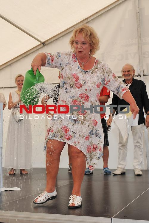 28.07.13, Rote Rosen Studio, Lueneburg, Rote Rosen, Fan-Tag,  im Bild Madeleine Lierck-Wien giesst Wasser auf die Buehne// during the day 2013/07/28,Lueneburg<br /> Foto &copy; nph/ Witke