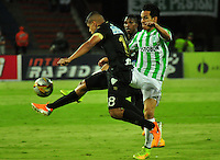 MEDELLIN - COLOMBIA -30-11-2014: Diego Arias (Der.) jugador de Atletico Nacional disputa el balón con Jaime Sierra (Izq.) jugador de Once Caldas durante partido entre Atletico Nacional y Once Caldas por fecha 4 de los cuadrangulares semifinales de la de la Liga Postobon II 2014, jugado en el estadio Atanasio Girardot de la ciudad de Medellin. / Diego Arias (R), player of Atletico Nacional fights for the ball with Jaime Sierra (L) player of Once Caldas during a match for the between Atletico Nacional and Envigado FC for the fourth date of the quadrangular semifinals of the Liga Postobon II 2014 at the Atanasio Girardot stadium in Medellin city. Photo: VizzorImage. / Luis Rios / Str.