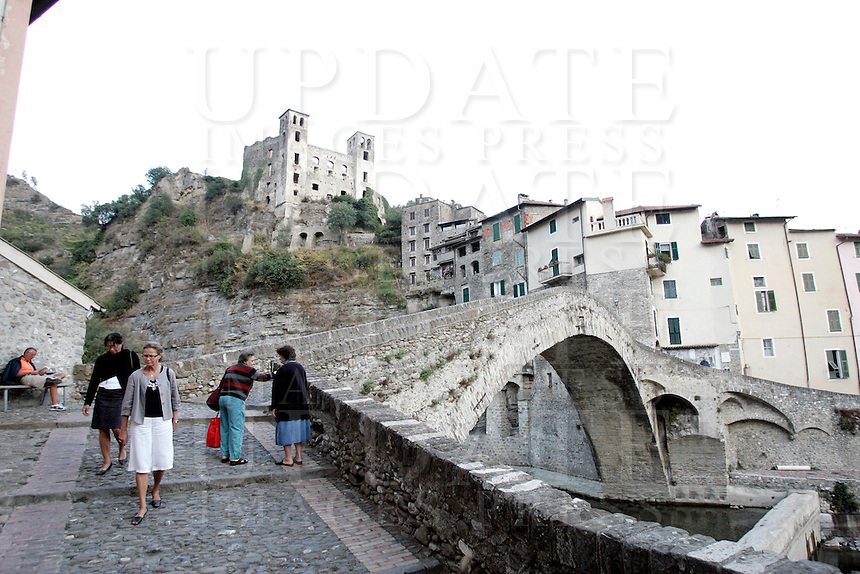 Una veduta del borgo di Dolceacqua, col ponte medievale in primo piano ed il Castello Doria in alto.<br /> View of the village of Dolceacqua, with the medieval bridge foreground and the Doria's Castle at top.<br /> UPDATE IMAGES PRESS/Riccardo De Luca