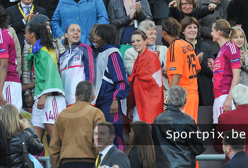 Uefa Women 's Champions League Final 2012 at Olympiastadion Munchen : Olympique Lyon -  FC Frankfurt : Lara Dickenmann met Zwitserse vlag op de nek..foto DAVID CATRY / JOKE VUYLSTEKE / Vrouwenteam.be