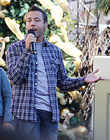 11 NOVEMBRE 2012 - LOS ANGELES - ETATS-UNIS - HOWIE DOROUGH EN REPETITION POUR LEUR PERFORMANCE LORS DE L'ILLUMINATION DE L' ARBRE DE NOEL DE THE GROVE (KDENA/NortePhoto)