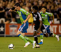 Sebastien Le Toux, Clyde Simms. The Seattle Sounders defeated DC United, 2-1, to win the 2009 Lamr Hunt U.S. Open Cup at RFK Stadium in Washington, DC.